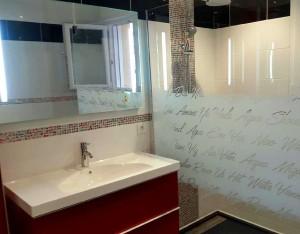 a création d'une salle de bains avec coin douche