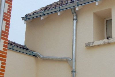 Tuyau de descente boucard plomberie couverture for Descente eau pluviale zinc