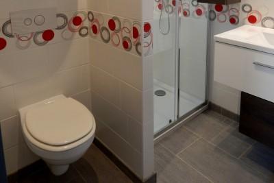 Mise en place d'un WC suspendu dans une salle d'eau petit espace